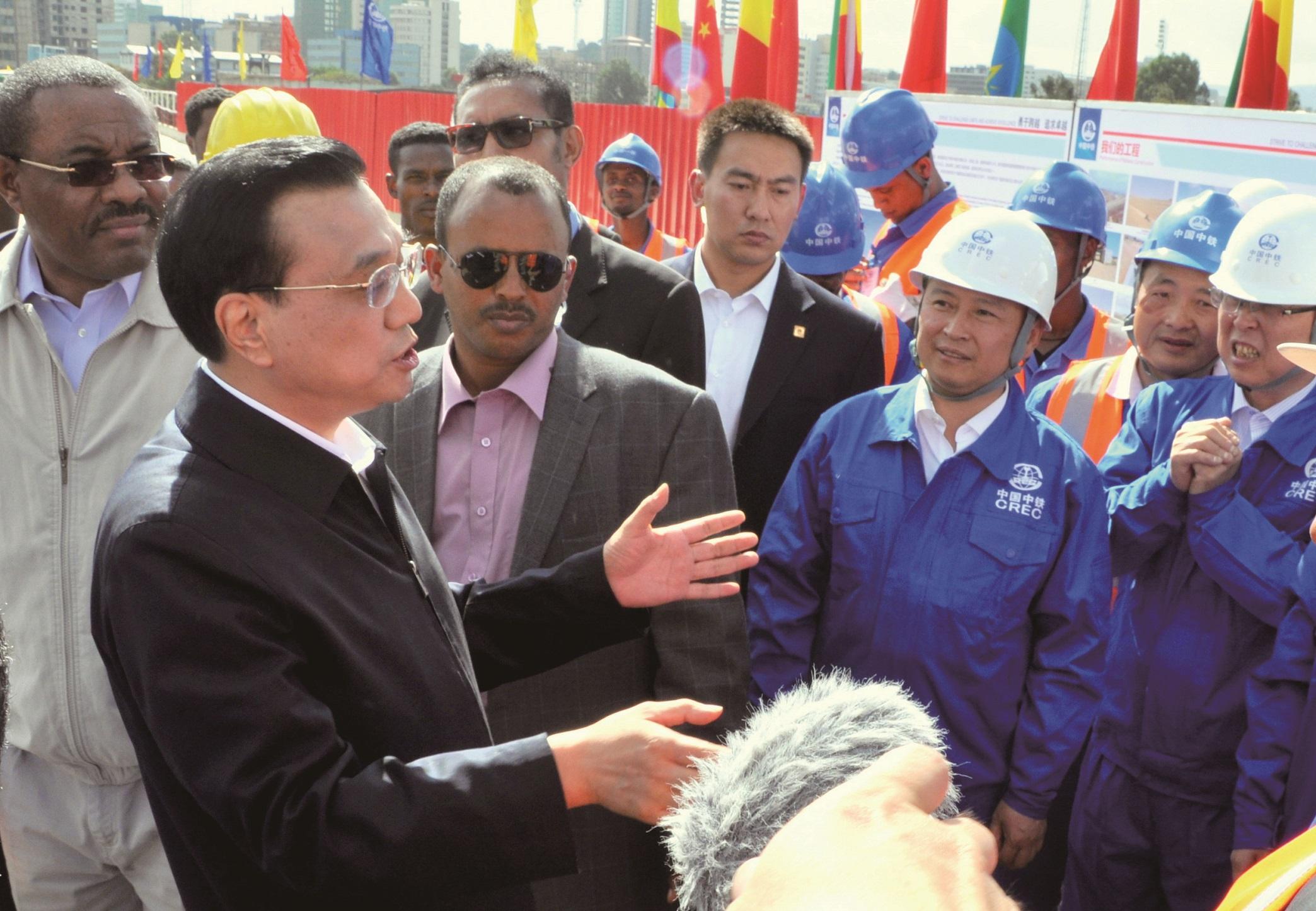 中共中央政治局常委、國務院總理李克強同志視察中鐵二局埃塞俄比亞鐵路項目,親切接見建設者